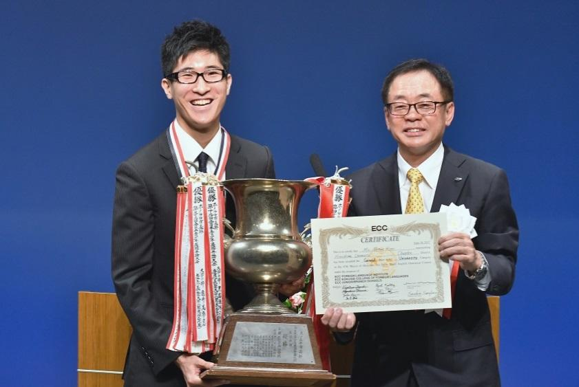 本学学生がECC主催「ホノルル市長杯第47回全日本青少年英語弁論大会」で優勝しました